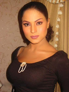 Hot pakistani actress Veena Malik
