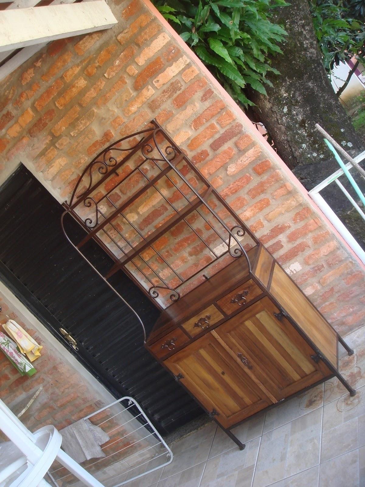 : Armárinho de ferro envelhecido e madeira de demolição #946037 1200x1600