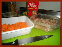 Preparando os ingredientes para o guisado