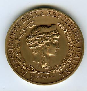 Medaglia oggetto metallico dal valore commemorativo o acquisito per valori acquisiti in una disciplina sportiva