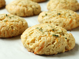 cheddar bay biscuits made with almond flour