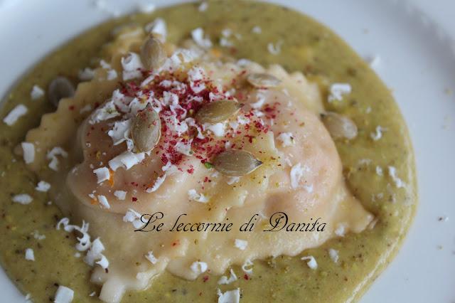 ravioli di zucca con crema di burrata al pistacchio