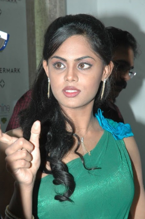 karthika nair from malabar diamond gold shop cute stills