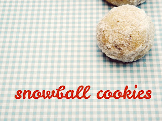 Recipe for baking snowball cookies for Christmas.