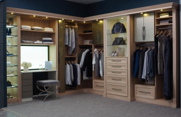 11  Closet Amadeirado Com Azul E Penteadeira Elegante!
