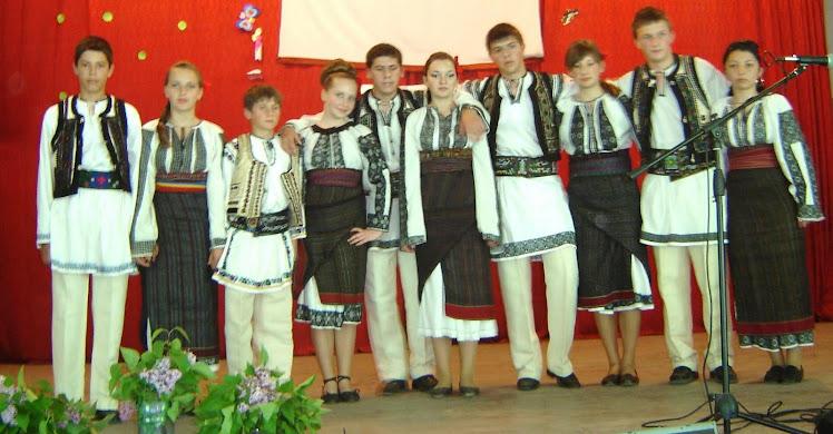 Formația de jocuri populare românești a Liceului din SUBCETATE