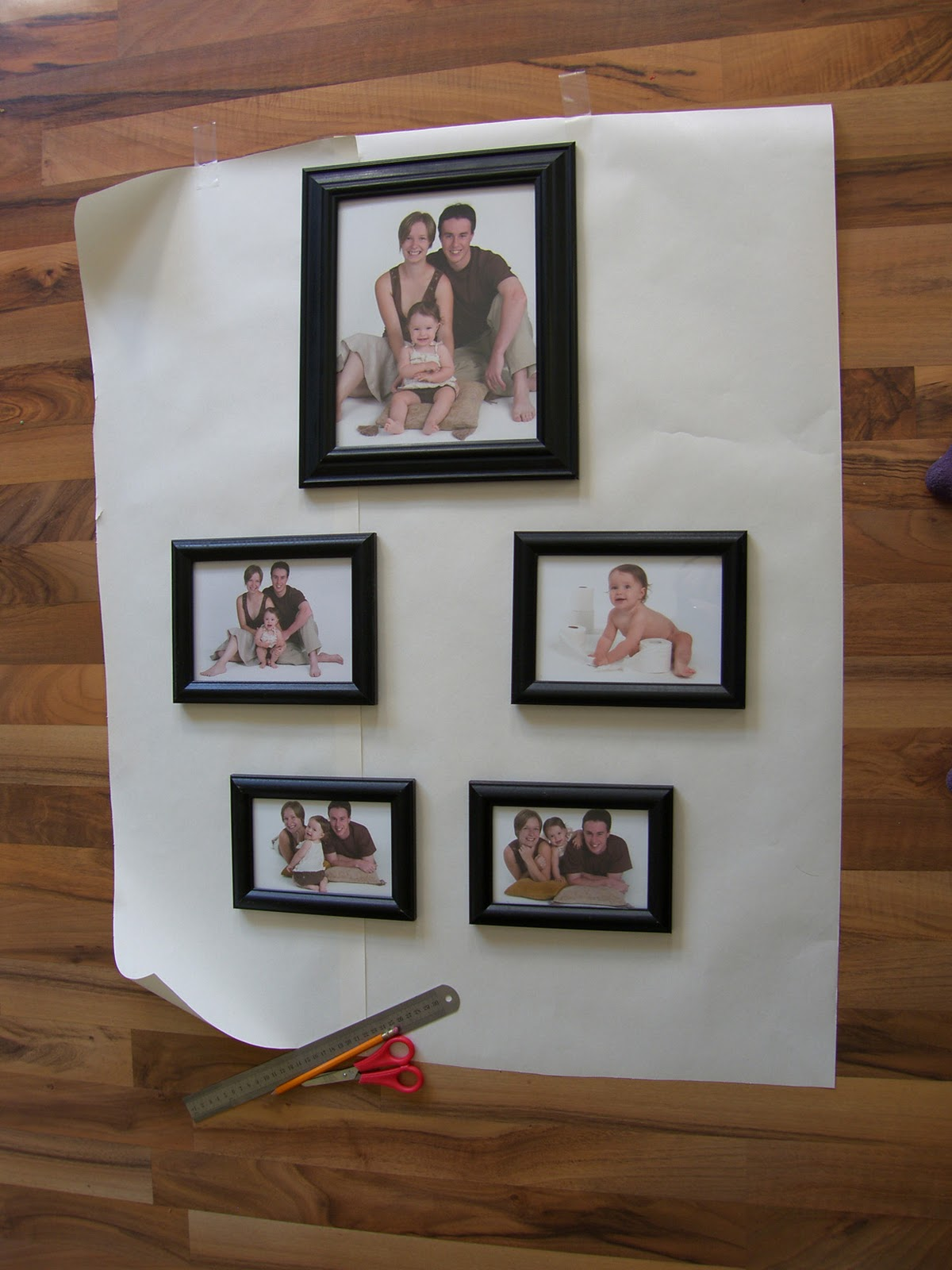 How To Hang Multiple Pictures On Wall how to hang multiple frames!!! - the diy dreamer