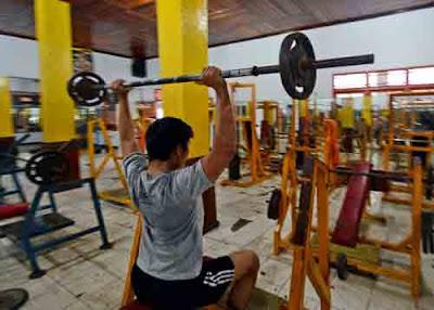 BISNIS SEHAT : Sesuai namanya BSM Aerobic & Fitness Centre, disini tak hanya menyediakan kelas senam, tapi juga ragam peralatan fitness. MEIDY KHADAFI/PONTIANAK POST