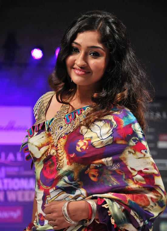 Tamil Tv Actress Neelima Rani Latest Hot Saree Stills