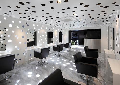Ilia estudio interiorismo peluquer a en jap n un cubo for Iluminacion para peluquerias