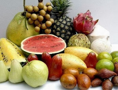 Why mention the Koran fruit before the meat in the food of the people of Paradise?