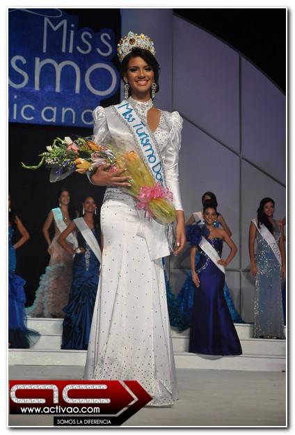Fue coronada por la Miss  Nabila Tapia Miss Turismo