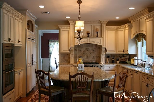 Pat 39 s again colonial decorating Kitchen design colonial home