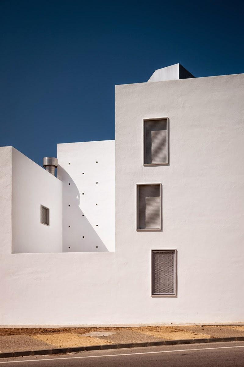 Kauh 20 vpo social housing units conil premio torres - Colegio arquitectos cadiz ...