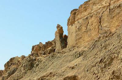 Tiang yang terbentuk daripada garam karang dipanggil 'isteri luth
