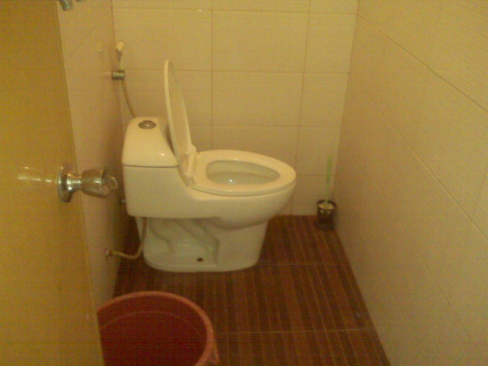 Kamar mandi Penginapan Sinar Pagi - http://pantaiku-ini.blogspot.com/2014/10/detail-penginapan-sinar-pagi.html