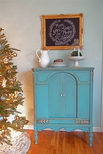 http://shadesofblueinteriors.blogspot.com/2013/12/turquoise-and-gold-and-catching-up.html