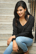 Hebah Patel glam pics in black top-thumbnail-18