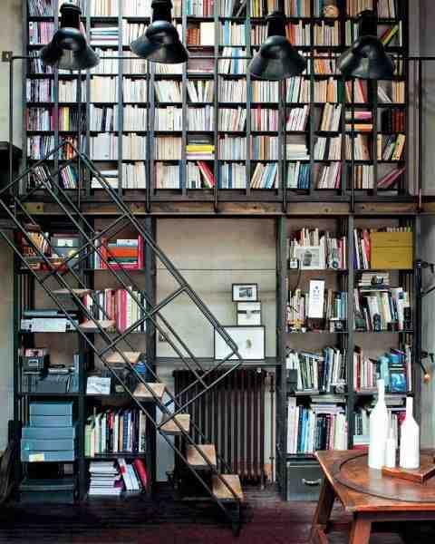 Biblioteka w industrialnym stylu