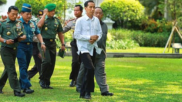 Foto Jokowi Mengumumkan Daftar Nama Menteri Kabinet Kerja 2014