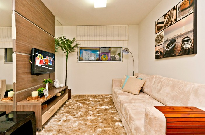 Decorar Sala Pequena Com Espelhos ~ Os espelhos do painel da Tv, dão uma boa ampliada no ambiente