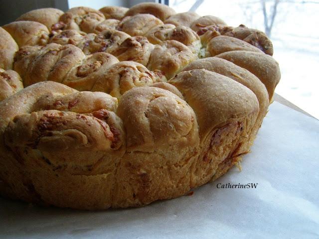Чесночный хлеб с сыром и травами