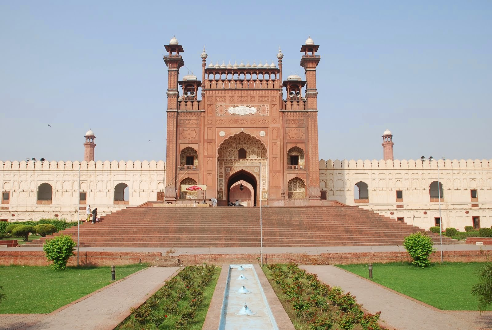 badshahi mosque essay in urdu An essay can have many purposes, but the basic structure is the same no matter what when writing an essay to it may be to argue for a particular point of view or to explain the steps necessary to complete a task.