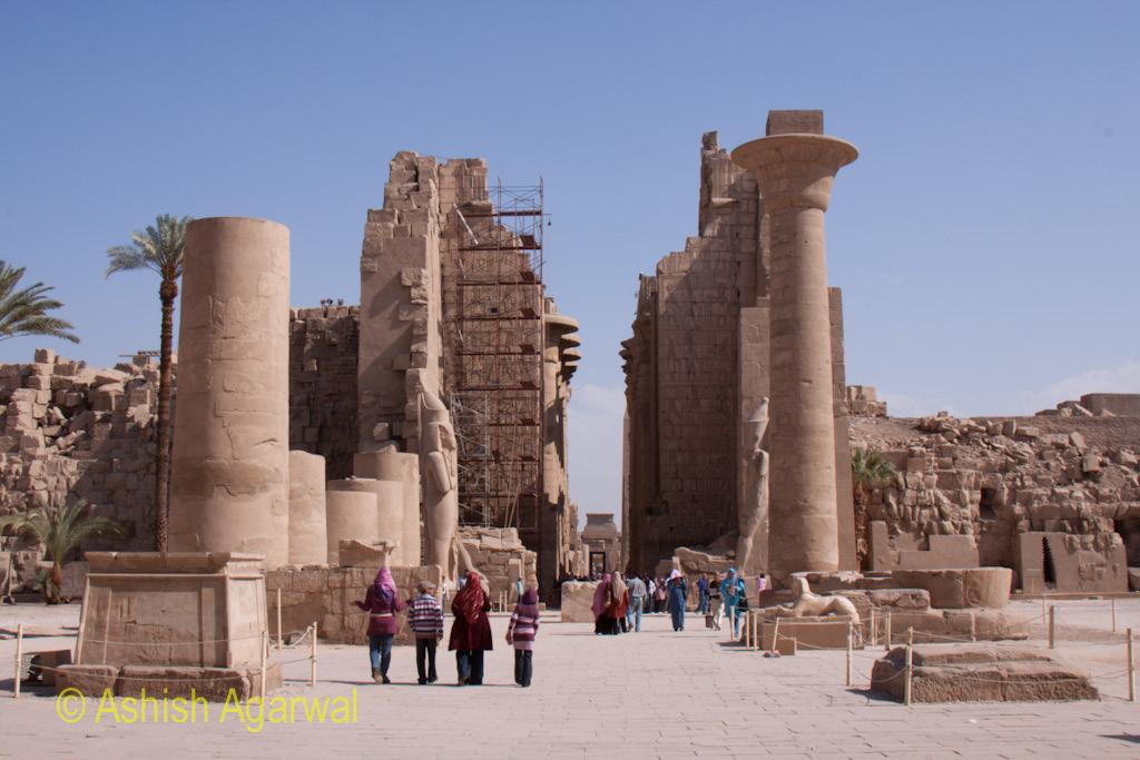 People walking towards and through the Karnak temple in Luxor