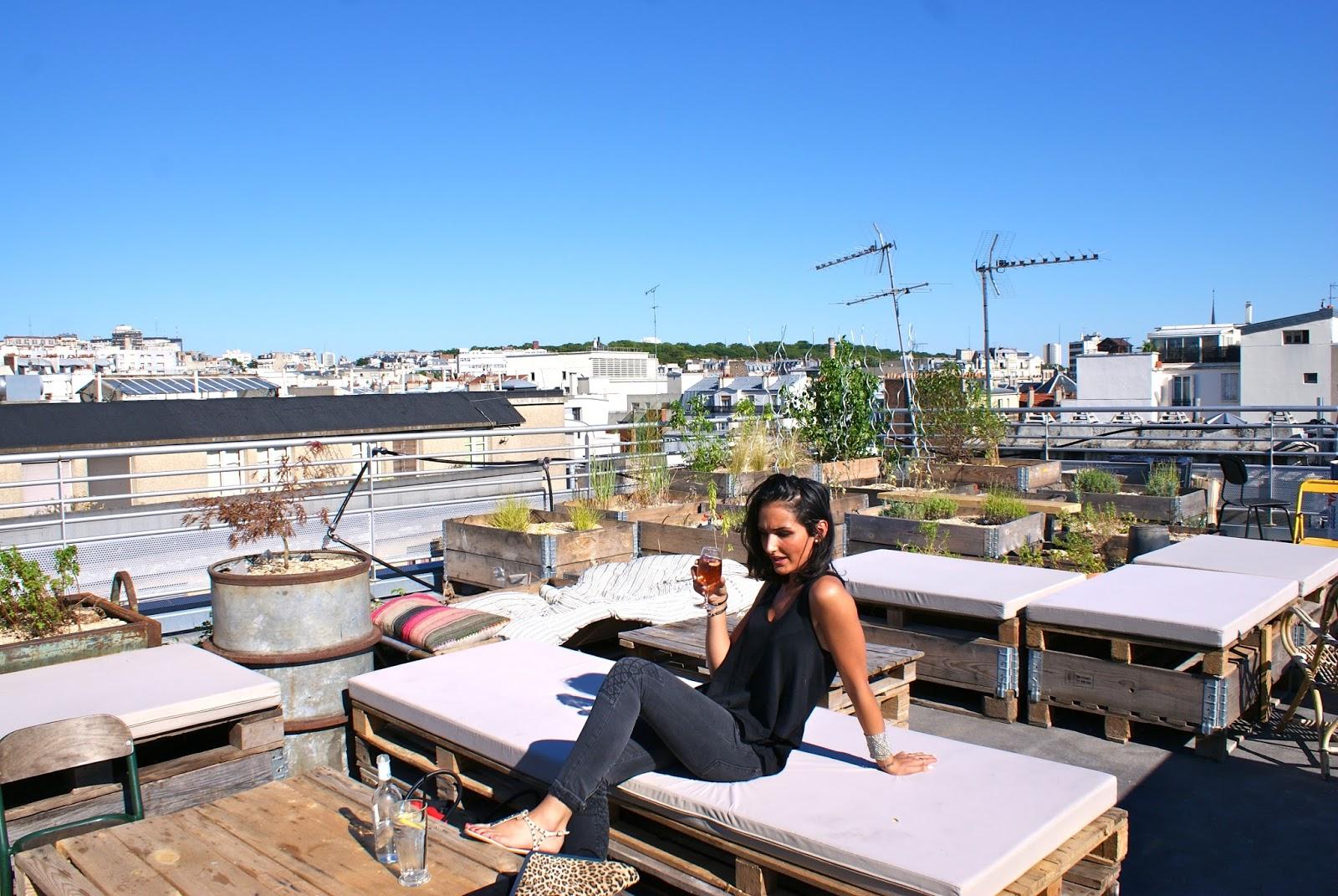 in my parisienne mind rooftop dans paris le perchoir. Black Bedroom Furniture Sets. Home Design Ideas