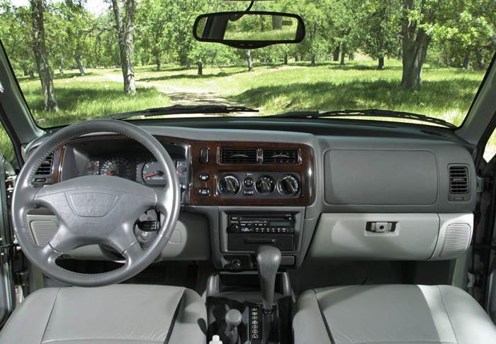 Mitsubishi montero 2012 for Mitsubishi montero interior