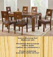 interior ruang makan dengan set kursi meja makan jati minimalis