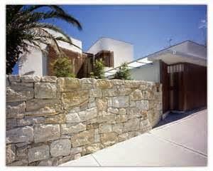 Terdapat banyak type batu alam untuk rumah minimalis yang di jual di market.