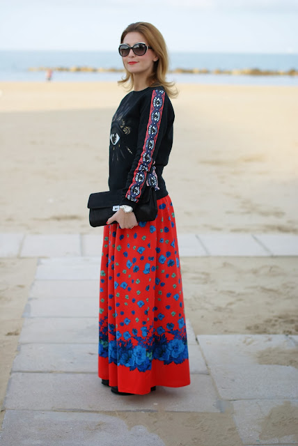 Kenzo eye sweatshirt, maxi red floral skirt, felpa occhio Kenzo, Fashion and Cookies, fashion blogger