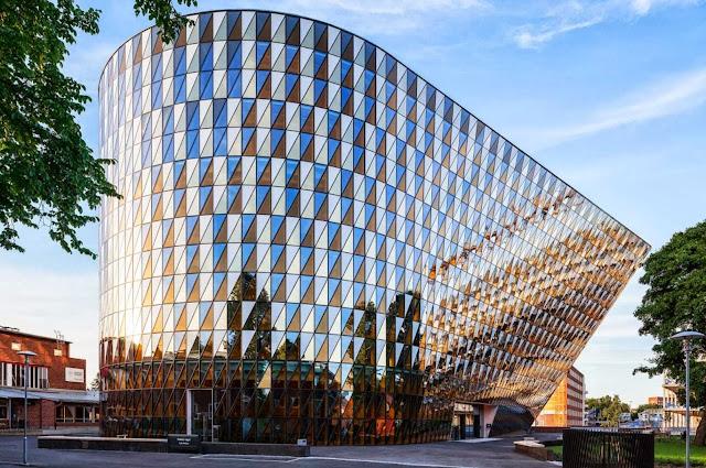 01-Karolinska-Institutet-Aula-Medica-by-Wingårdh-Architects