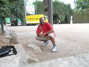 """At the gates of """"SCHONBRUNN ZOO"""" in Vienna."""