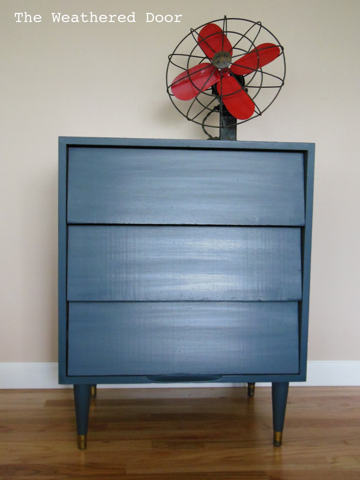 Midnight mid century nightstand the weathered door - Peinture bleu vintage ...
