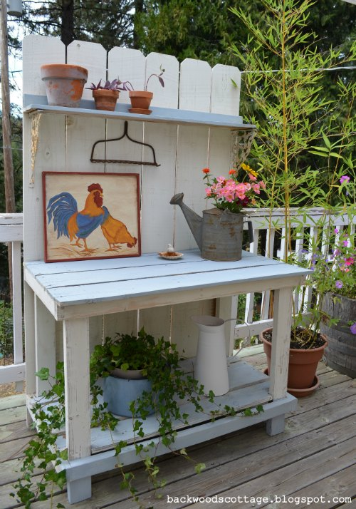 http://backwoodscottage.blogspot.com/2011/04/how-we-built-our-potting-bench.html