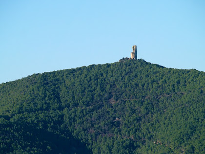 La Torre dels Moros de Castellnou de Bages des de la Carena de la Baga Fosca