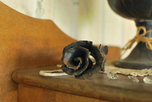 Takorautainen ruusu - Muonamiehen mökki