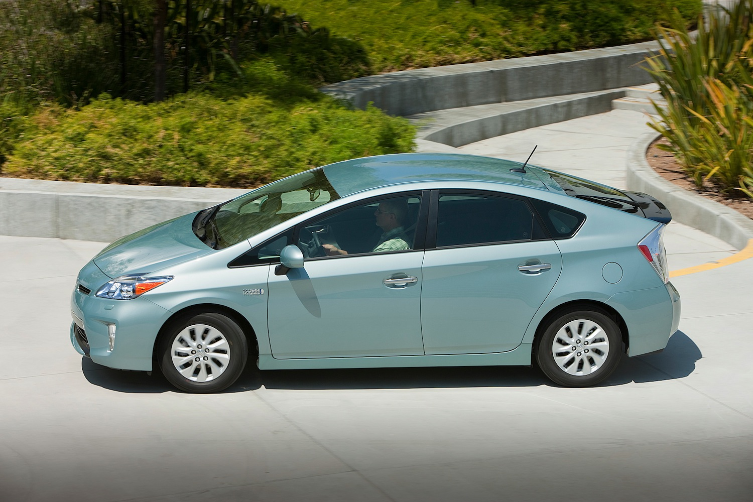 compact motoring 2012 toyota prius plug in hybrid. Black Bedroom Furniture Sets. Home Design Ideas