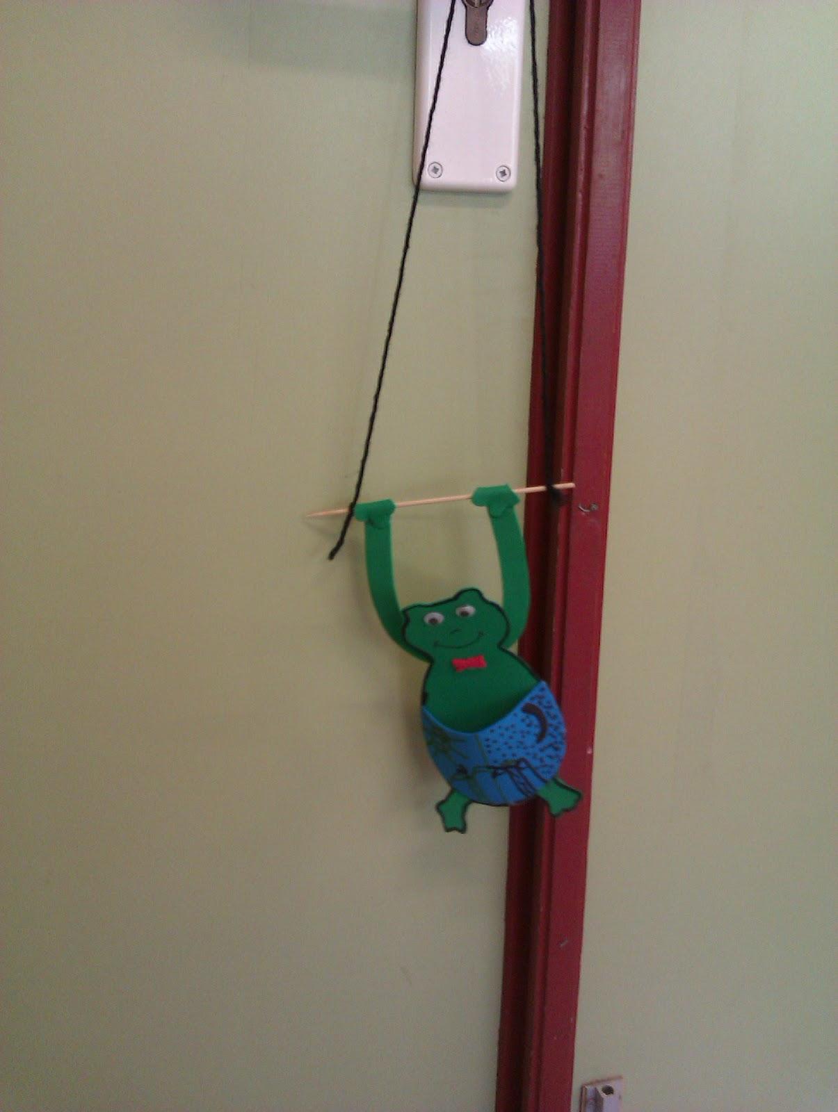 Manualidades escolares colgadores de puerta for Colgadores para puertas