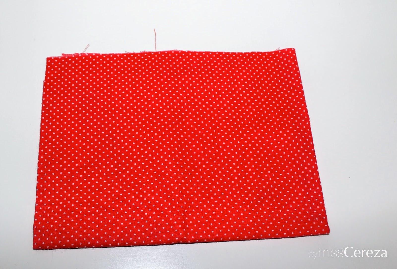 tela roja de topos