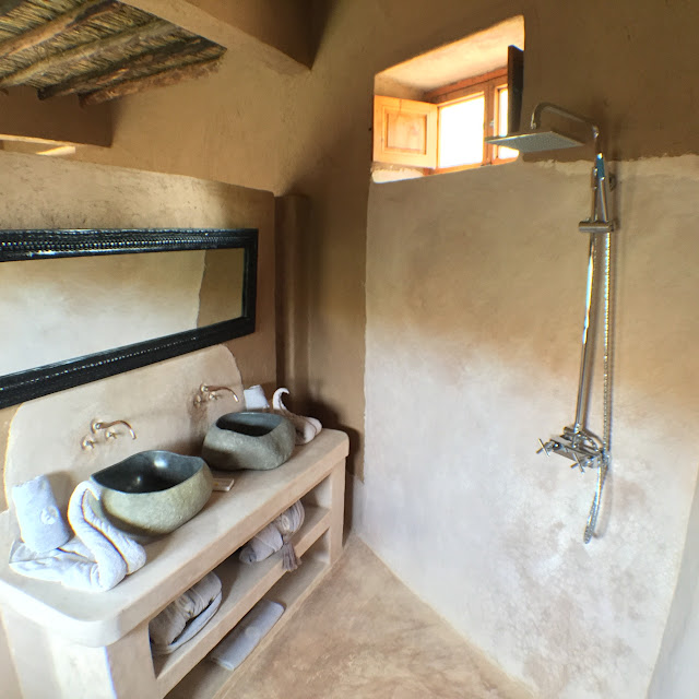 Bathroom at La Pause desert lodge
