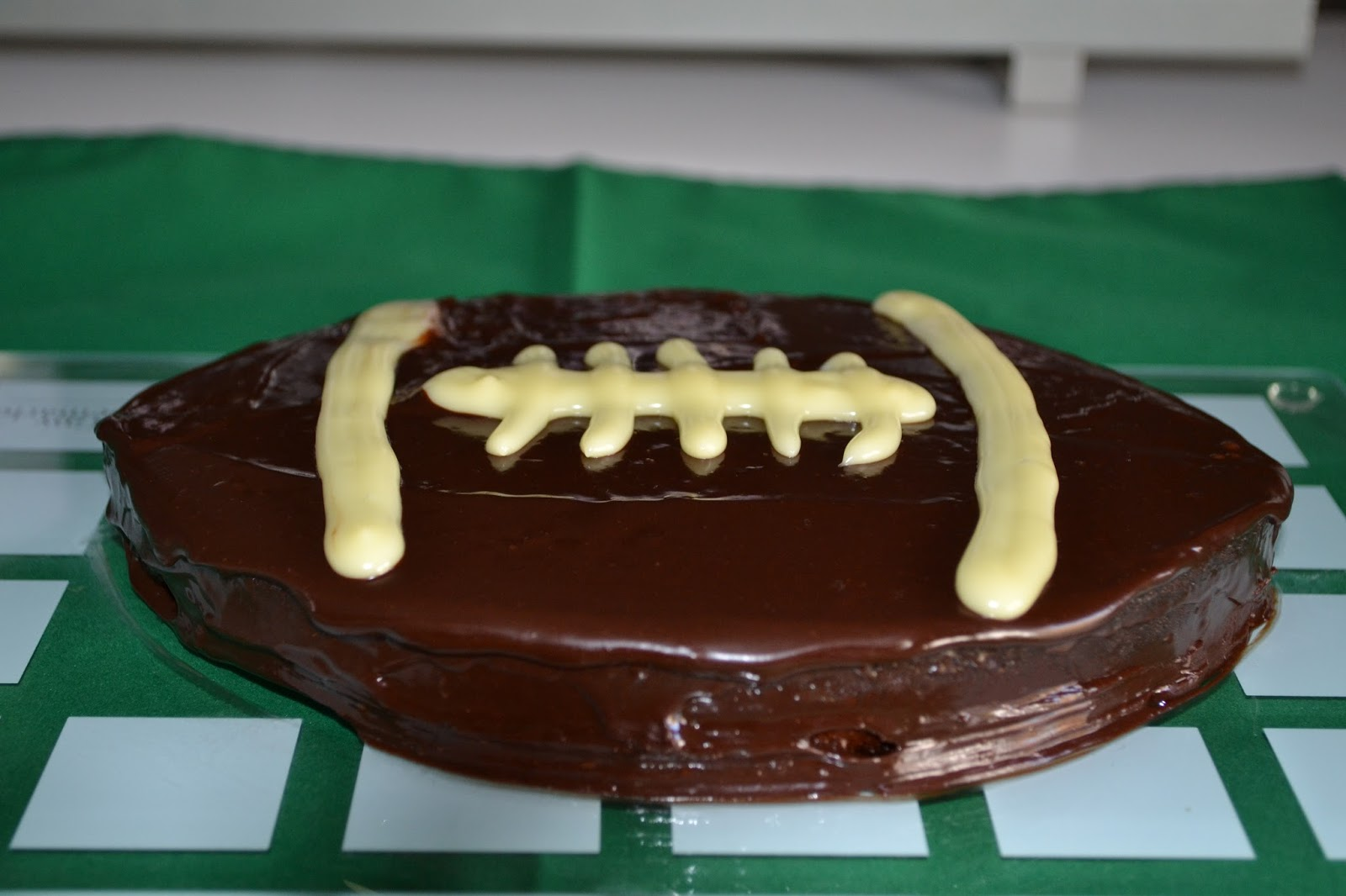 Priv de dessert g teau choco noisette ballon de rugby - Ballon rugby chocolat ...