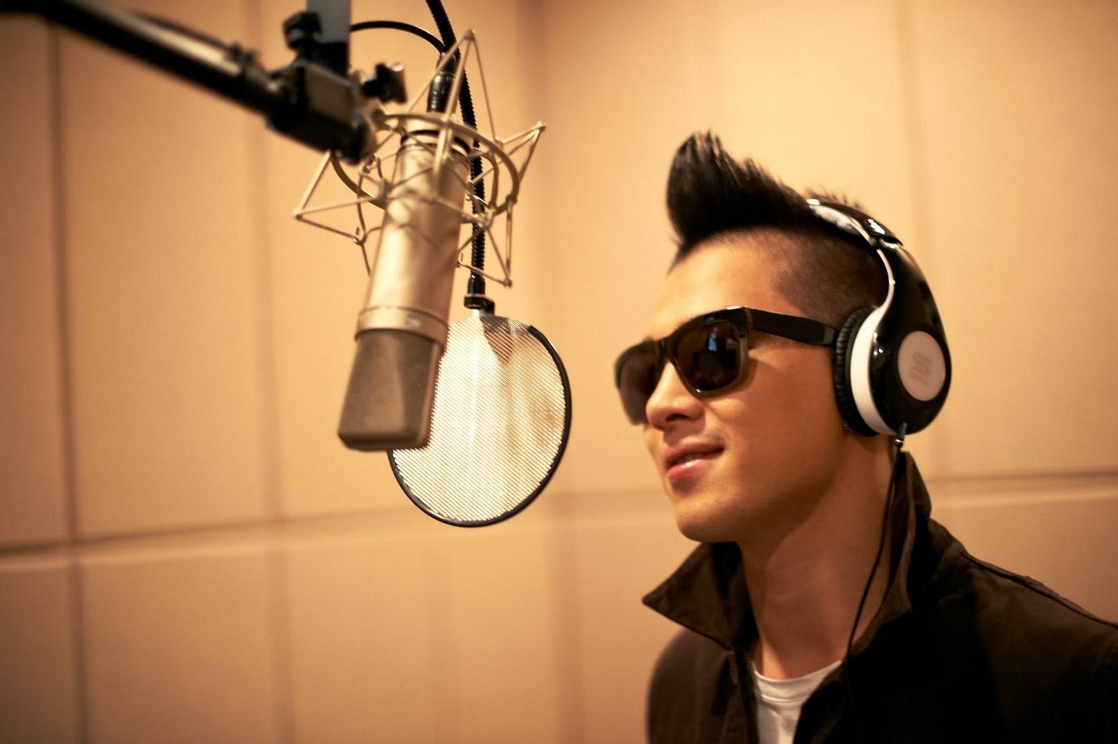 Taeyang  Photos Bigbang-soul-by-ludacris-headphones-bigbangupdates.com-5