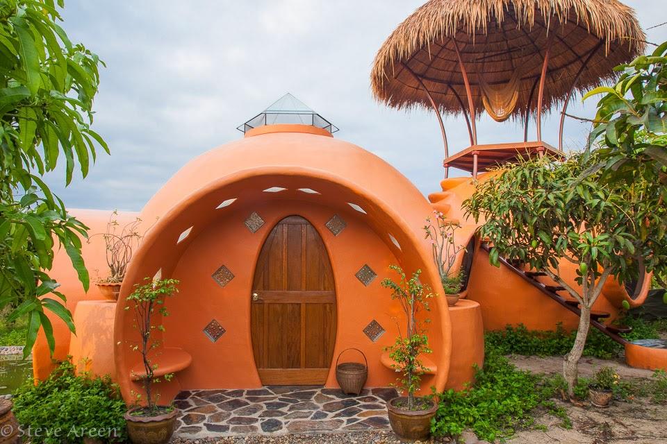 01-Front-Entrance-Steve-Areen-Hajjar-Gibran-Dome-House-Design-www-designstack-co