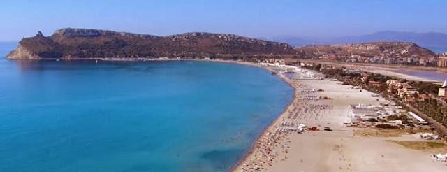 Playa del Poetto en Cagliari, Italia