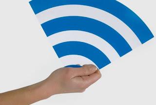 La lucha por las patentes es pan de cada día entre compañías que claman ser dueñas intelectuales de tecnologías que otras utilizan sin permiso, algo que se ejemplifica a la perfección cuando revisamos la actual batalla campal que hay entre Apple y Samsung. Sin embargo, esta vez podría tocarnos a todos, simples mortales, sufrir las consecuencias por esta clase de actos, ya que una compañía de Estados Unidos llamadaInnovatio IP Ventures dice ser dueña de patentes relacionadas con el Wi-Fi, por lo que estamos todos metidos. Resulta que estas ideas habrían sido gestadas durante la década entre 1990 y 2000