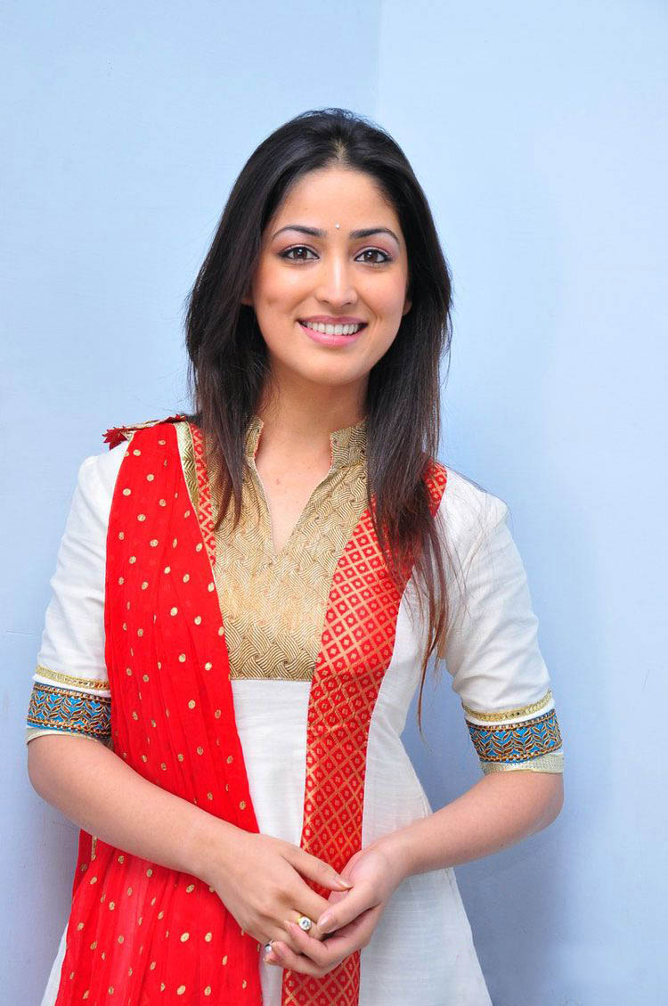 More Hot Pictures from Bollywood Kamapisachi Actress New July 2012