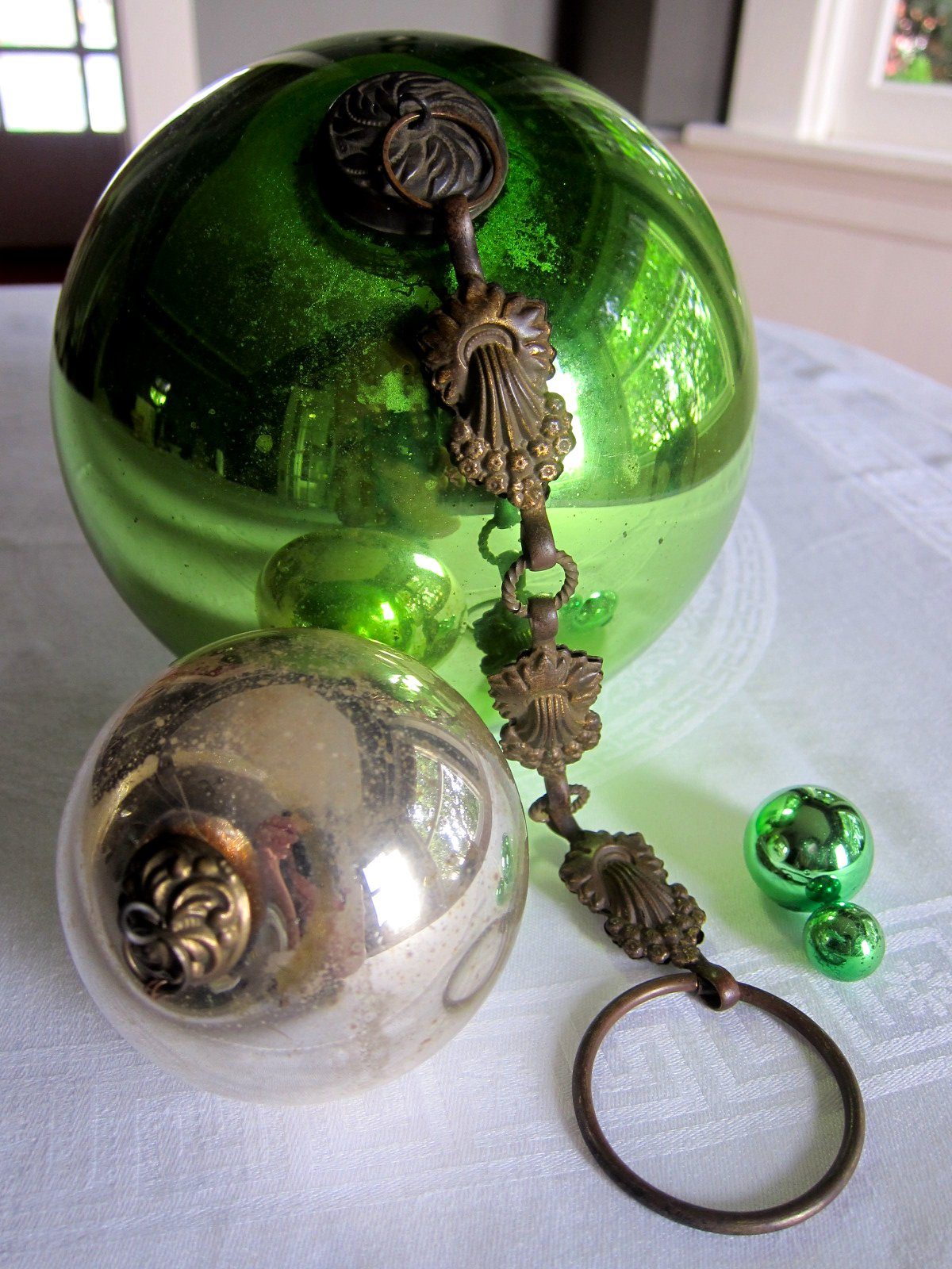 Glass globe ornaments - Chronica Domus